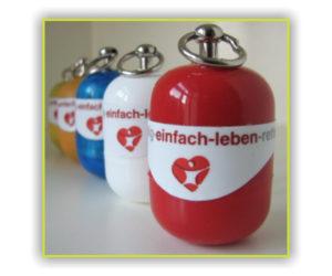 Erste-Hilfe Schlüsselanhänger in verschiedenen Farben von richtig-einfach-leben-retten von 2014 heute RettEi