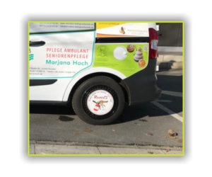 RettEi-Werbefläche auf Fahrzeug vom Dresdner Fußballmuseum