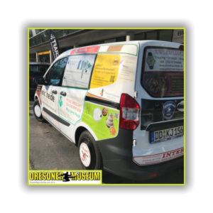 RettEi-Werbefläche auf Fahrzeug vom Dresdner Fußballmuseum Bild2